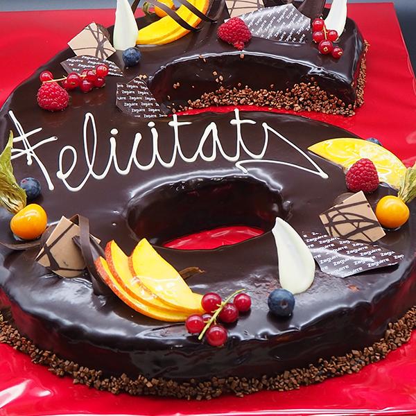tarta de cumpleaños en forma de número