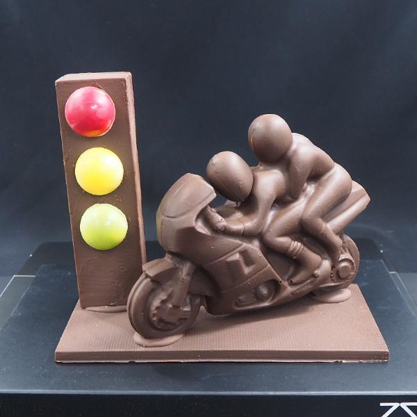 mona de xocolata artesanal motorista