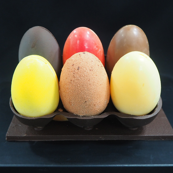 mona de chocolate huevos de pascua de colores