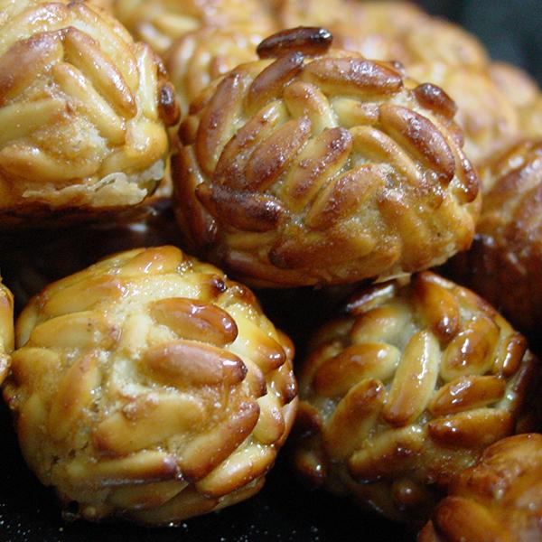 Panellets de pastelería artesana para celebrar la castañada
